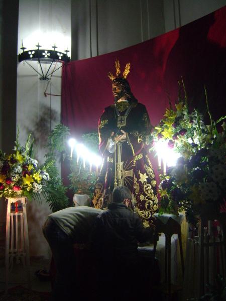Devotos y fieles toboseños pasan este viernes por el Monasterio de las Trinitarias para «besar el pie a Jesús»