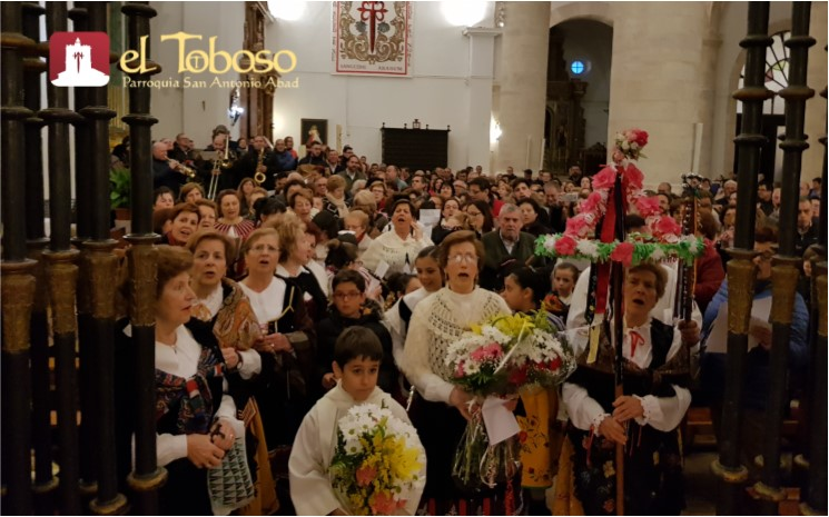 El Toboso recibe el «mes de mayo, mes de las flores», cantando a su patrona, la Virgen de los Remedios
